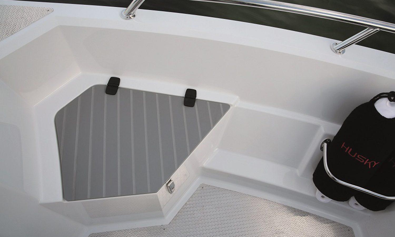 Husky-R5_storage-in-bow