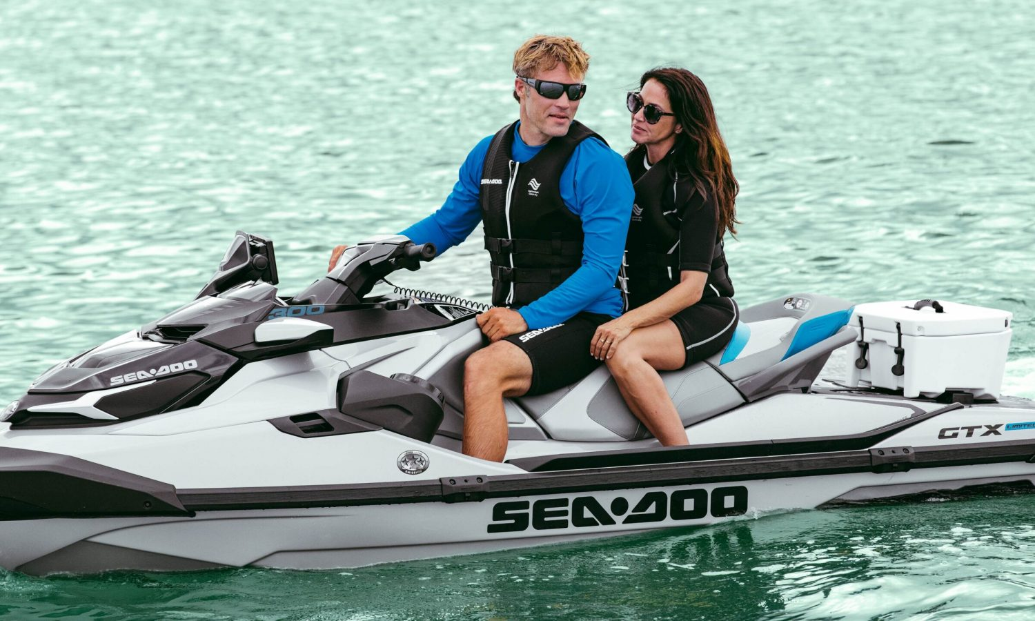 A couple on a GTX Limited equipped with a LinQ Cooler