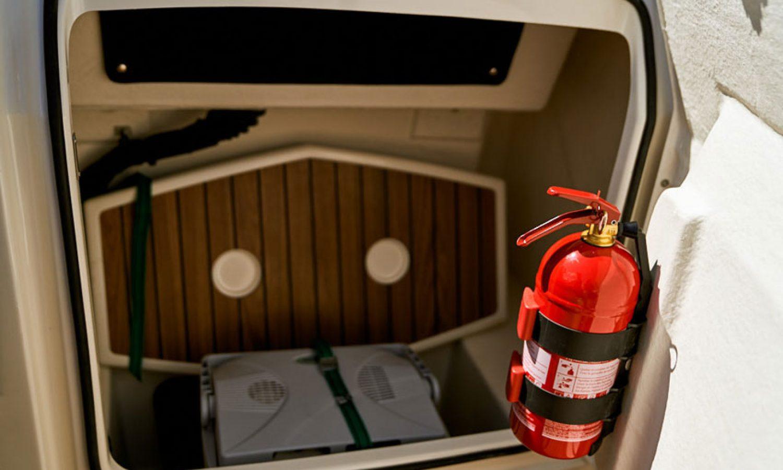 s53_dsc08794_fire_extinguisher